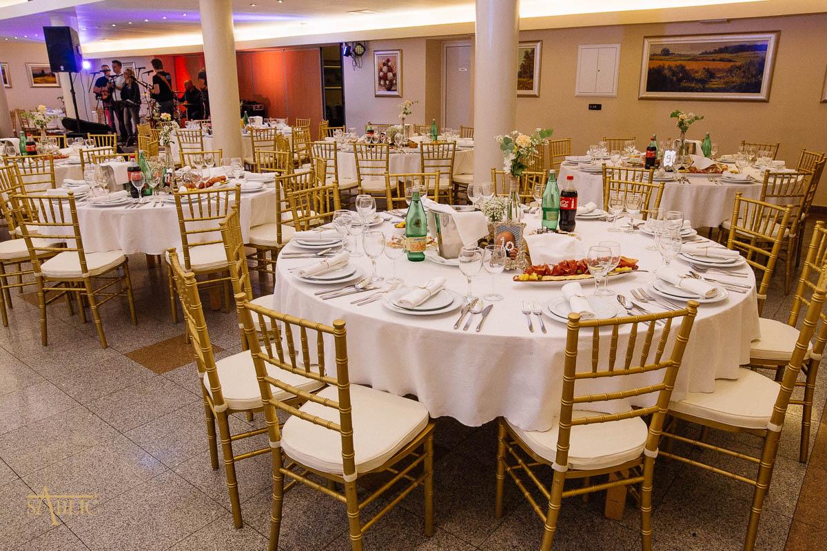Najam stolica Tiffany Chiavari u sali